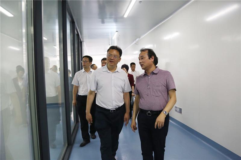 省经信厅副厅长刘少敏一行到雷竞技调研 (5)